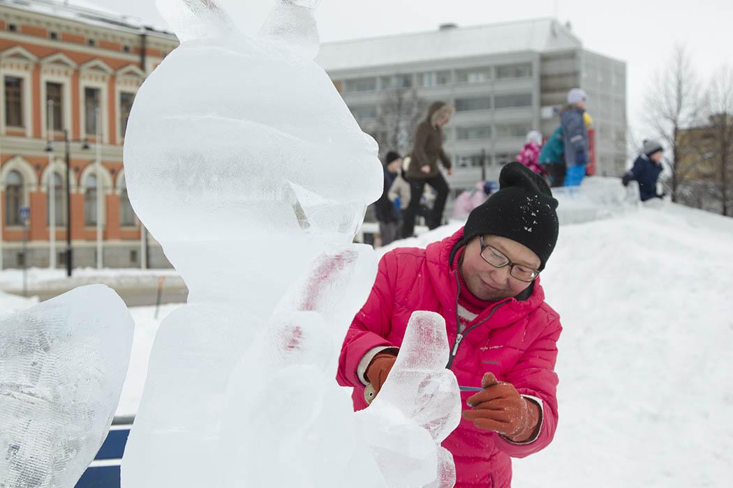 Kuopion torin Onni-Orava jääveistos