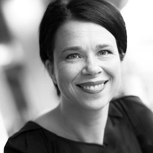 Graafinen suunnittelija, kuvittaja ja valokuvaaja Nina Huisman, Jyväskylä