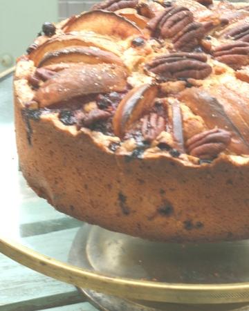 Puolukka-omena-pekaanipähkinäkakku