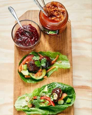 Kasvisjauhis-salaattiwrap