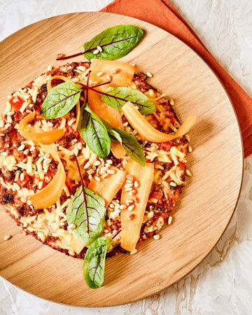 Apetit Kasvisjauhispizza porkkanalla ja pinjansiemenillä