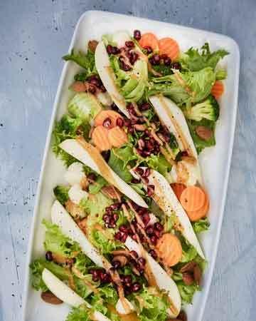 Juhlava salaatti granaattiomenansiemenillä