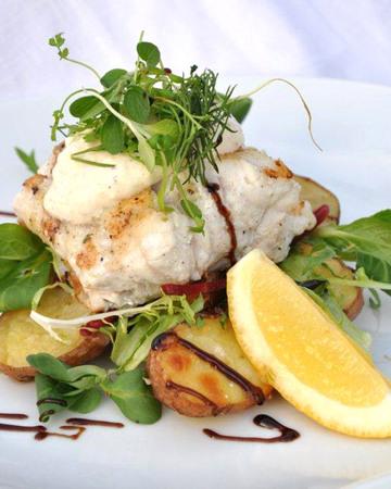 Kalaa ja sinappi-piparjuurikastiketta