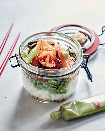Sushisalaatti lasissa eli sushi-purkkisalaatti